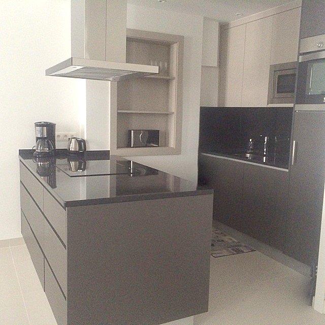 Cozinha Termolaminado Cinza Antracite Tampo Granito Preto Absoluto